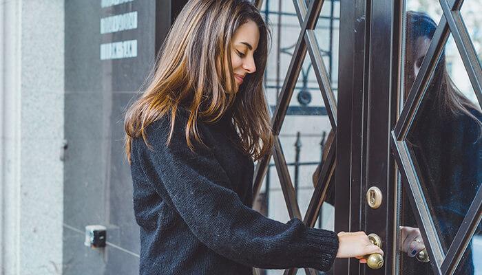 Sfaturi utile pentru a alege o nouă ușă de intrare pentru casa dumneavoastră